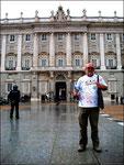 Vor dem Königshaus in Madrid, bei dem ich anschließend meine Protestnote abgab.