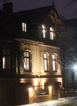 Haus in Friedenau in der winterlichen Dunkelheit am späten Nachmittag. Foto: Helga Karl