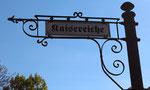 """Historisches Schild """"An der Kaisereiche"""" in Friedenau. Foto: Helga Karl"""