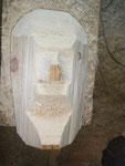 Grober Zuschnitt des Zirbenholzblocks mit der Motorsäge.