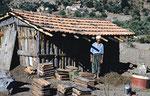 Couverture en tuiles récupérées sur l'ancienne habitation (Au fond, Bou Sebhâne)