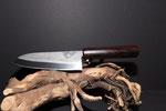 1.028 Santoku Küchenmesser aus geschmiedetem 3-Lagenstahl, Griff aus Zwetchgenholz