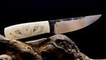 1.008 Handgeschmiedete Klinge aus 1.2842, Griff aus Kamelknochen, mit Scrimshaw