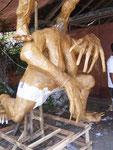 werden die Ogoh-Ogoh dann in Paraden durch die Dörfer getragen