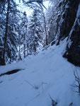 Eine kurze, aufgrund der Schneemenge, schwierige Passage vor der Eisenleiter.