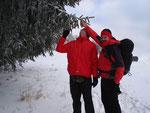 Wie beschrieben war das Zirberl auf der Hütte so gut, das ich unterwegs versuchte aus einem Tannenzapfen ein paar Tröpfchen heraus zu pressen.