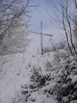 Ein Blick nach vor zum Gipfelkreuz ...