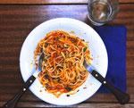 Das neueste Exponat-Seefahrerkost des 21. Jahrhunderts- Spaghetti Bolognese