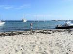 Chrissies erster Kontakt mit Ostseewasser- vom Spritzwasser beim Segeln mal abgesehen