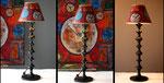"""O'Clock"""" - Hauteur 66,50 cms - pied 17 cms - largeur 23cms - bois laqué noir et abat-jour dessiné à la main - Tableau assorti, voir dans les tableaux -  140€"""