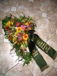 Herzgesteck mit Sommerblumen
