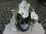 Urnenschmuck mit Orchideen