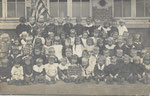 Ath Anonyme [photo-carte, enfants avec pancarte Ville d'Ath Ecole gardienne ...]