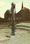 Wodecq Adm. Com. WODECQ Ancienne pompe à bras installée sur la Place de Wodecq ...
