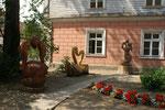 Skulpturen im ganzen Städtchen verteilt