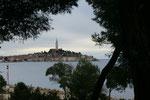 Blick auf die Altstadt von Rovinj, direkt vom Campingplatz