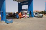 Super Geschäft für die Tankstelle,denn auch R4's brauchen Treibstoff
