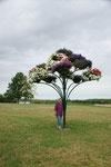 Künstlicher Baum mit echten Blumen