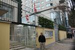 Neben dem City Tower und hinter der russischen Botschaft.
