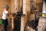 Aus dem Olivenbrei wird das Oel gepresst