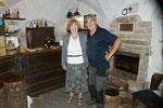 Sie ist seit 22 Jahren hier, erklärt Geschichtliches und bewirtet die Besucher