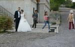 Weisse Hochzeit. Sie stellen sich für uns in Positur