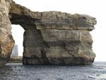 Die Felssäule ist etwa 40 m im Durchmesser .....