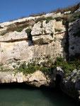 Am Ende des Wieds befindet sich eine Unterwasserhöhle die gerne von Tauchern besucht wird