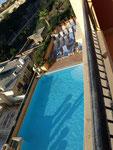 Tja, Zimmer mit Blick auf den Pool