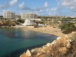 Hier ist die Golden Bay mit dem Hotel im Hintergrund.........