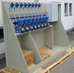 Standkonsole mit Dosierpumpen inkl. Durchflußmessung, integrierte geteilte Auffangwanne, Klemmkasten
