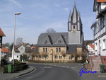 P3221564 Strassenpartie mit Kirche in Wellerode. Wellerode ist ein Ortsteil der Gemeinde Söhrewald und dessen Verwaltungssitz im nordhessischen Landkreis Kassel.