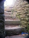 P 4110100 Treppe zu den Katakomben unter der Hinterburg bei Neckarsteinach im Hessischen Neckartal.