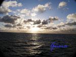 Pb130013 Sonnenaufgang über der Ostsee 1 irgendwo zwischen Rostock und Helsinki.jpg