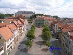 """P7240010      Blick vom Rathaus-Turm in Gotha über den oberen  Hauptmarkt, zur """"Wasserkunst"""" und  zum Schloss Friedenstein"""