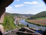P4110105 Blick von der Eingangstür des Turms  der Hinterburg auf Neckarsteinach  im Hessischen Neckartal