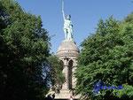 E02_2-224-P6180021 Das Hermannsdenkmal im Teutoburger Wald. Zur Erinnerung an Hermann den Cherusker, der die Römer im Teutoburger Wald besiegt haben soll wurde dieses Denkmal errichtet.