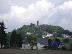 P6300006 Die Nürburg in der Eifel 2.Die Nürburg wurde auf einem Basaltkegel unweit des höchsten Berges der Eifel - der Hohen Acht - im Jahre 1160 von Ulrich von Are erbaut. Der Bergfried und die Ringmauer stammen aus dem 13. Jh.