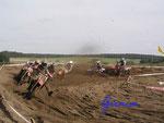 P9110518 harte Kurvenkämpfe - Motocross in Dolle