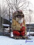 :Pb270028 Mal nicht Süd-Norwegen Riesentroll im winterlichen Gol/Provinz Buskerud-Norwegen. Trolle sind Kobolde, die im Nordland leben und den Menschen manchen bösen Schabernack spielen, aber wenn man gut zu ihnen ist, auch dem Menschen Gutes tun.