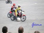 Pa220040 Motoball 2. Eine der unbekanntesten Motorrad-Sportarten ist Motoball. Hier beim DM-Spiel am 22.10.2006 in Pattensen/Hannover.