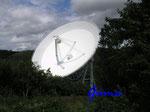 P7130990 Radioteleskop Effelsberg  in der Eifel. Die Radioastronomie hat sich seit ihren Anfängen um 1932 zu einer der bedeutendsten Methoden für die Erforschung des Universums entwickelt.