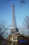PICT0013 Am Eiffelturm in Paris Mitte Dezember 1976