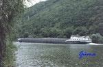 Frachtschiff auf der Mosel im Bereich 56829 Pommern flußabwärts