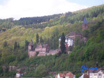 P 4110090 Neckarsteinach im Hessischen Neckartal. Blick  zur Mittelburg, links, rechts  die Vorderburg