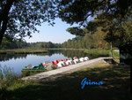 9230017 Der Heidesee bei 38518 Gifhorn. Der Heidesee,unmittelbar an der Stadtgrenze von Gifhorn an der B 188 gelegen, ist in der Eiszeit entstanden und liegt in einem Wald.