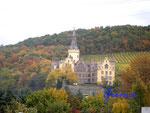 Pa250018 Schloss Arenfels-Höningen. Am Rhein gibt es Burgen und Schlößer zuhauf. Eines der bezaubernden Schlösser ist Schloß Arenfels.