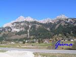 PA221445  im Tannheimer Tal - Blick auf den Gimpel (links 2176 m) und Köllenspitze (rechts 2240m)