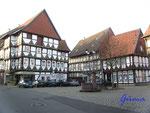 P1091242 Marktplatz Hornburg. Hornburg ist eine der ältesten Städte Deutschlands. Unterhalb der Hornburg wurde der bisher einzige deutsche Papst Clemens II geboren (liegt im Bamberger Dom).
