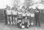 Frauen-Mannschaft 1986 mit Trainer Bernd Rathgeber und Betreuer Ottmar Müller